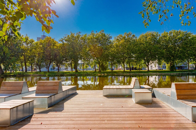 Ontwerp en aanleg park Delft timmerwerk vlonder zitbanken