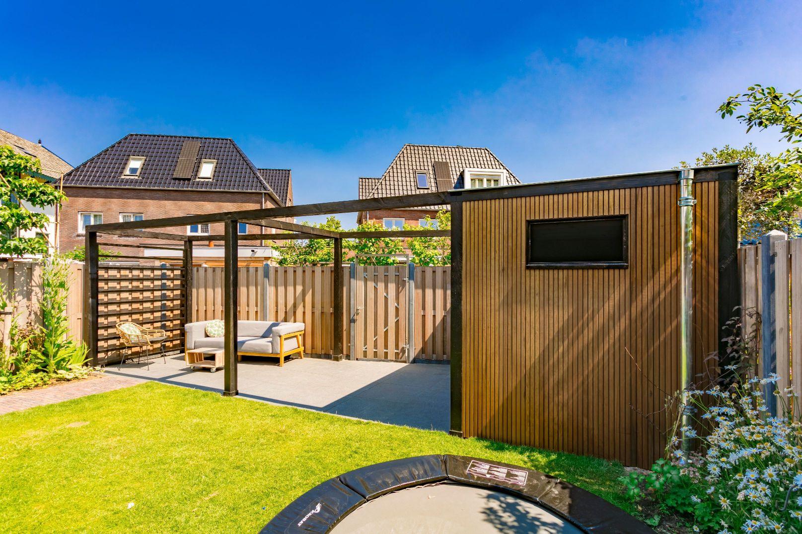 Aanleg pergola en terras nieuwbouwtuin