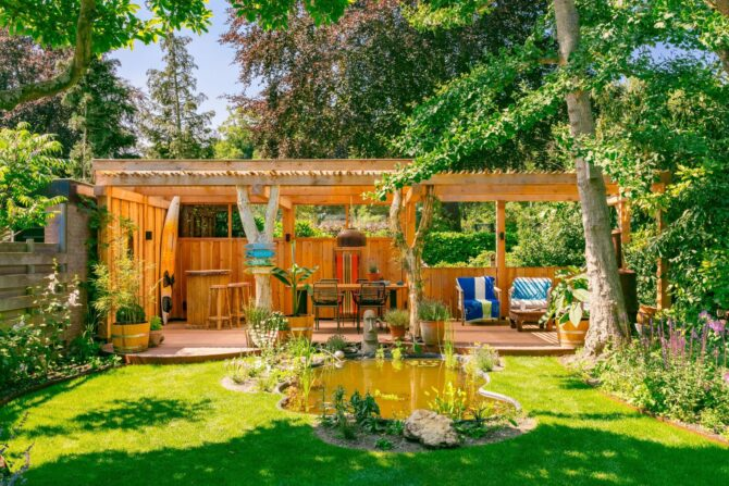 Timmerwerk veranda landelijke tuin